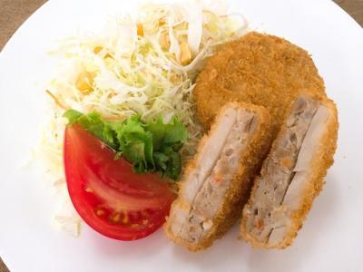 根菜入りメンチカツ(レンコンのせ)
